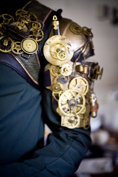 Steampunk shoulder pad armour