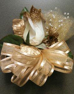 1 Golden rose corsage