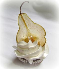 ❥ spiced pear cupcake