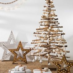 Create a beautiful Christmas display in your space with the natural wood looks and perfect size of the Birch Log Christmas Tree, Large from Delight Decor. Outside Christmas Decorations, Diy Christmas Lights, Pallet Christmas Tree, Unique Christmas Trees, Alternative Christmas Tree, Xmas Tree, Christmas Projects, Beautiful Christmas, Christmas Diy