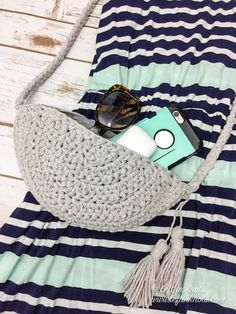 Crochet a Convertible Belt Bag/Crossbody Bag - Free Pattern — Left in Knots Easy Crochet Slippers, One Skein Crochet, Crochet Belt, Crochet Car, Easter Crochet, Double Crochet, Crochet Stitches, Free Crochet, Socks