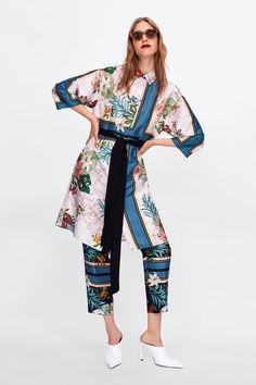 Moda Kimono, Kimono Fashion, Fashion Outfits, Classy Suits, Foto Real, Casual Chic, Zara Women, Loungewear, Pattern Fashion
