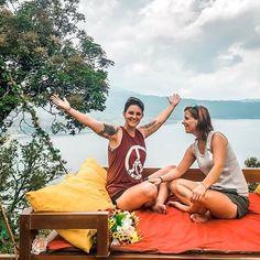 Tadaaaaa... wie die Zeit vergeht! : ...schon sind wir in der 4 Woche hier auf Bali und haben noch immer nicht genug von der Insel! : Es ist schon ein Wahnsinn wie uns das Lebensgefühl und die Ruhe die hier alle ausstrahlen packt und unseren Körper runter fahren lässt. So entspannt wie wir zur Zeit die Tage hier genießen einfach traumhaft! : Es ist sooo wichtig unserem Körper auch mal Ruhe zu gönnen und ihm die Zeit zu geben zum entspannen. : Wann hast Du das letze mal so richtig entspannt… Instagram Accounts, Bali, Outdoor Decor, Madness, Island, Simple