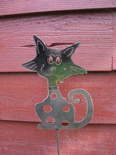 Wacky Cat small garden stake.  $29.99.  Find on Etsy - Rescued Paws Ironworks.  www.rescuedpawsironworks.com