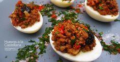 O cómo preparar huevos rellenos con carne picada y un toque de pimentón. Una receta que nos detalla un amigo de facilisimo.