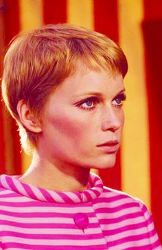 Mia Farrow Nobody can pull of a pixie cut like Mia could. Twiggy comes in at a close second. Fringe Hairstyles, Pixie Hairstyles, Cool Hairstyles, New Hair, Your Hair, Medium Length Cuts, Mia Farrow, Hair Inspiration, Actors & Actresses