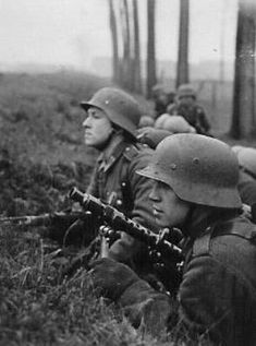 Untitled | Abzeichen | Flickr German Soldiers Ww2, German Army, Military Photos, Military History, Mg34, German Helmet, Germany Ww2, Ww2 Pictures, German Uniforms