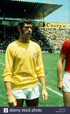June England goalkeeper Peter Bonetti thrown in to the deep end replacing Gordon Banks in the World Cup Quarter Final match against West Gremany in Leon, Mexico Sports Football, Retro Football, World Football, England International, International Football, Peter Bonetti, Gordon Banks, Der Club, Bristol Rovers