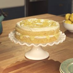 How to make an amazing and super easy Lemon Curd Cake. Easy Lemon Curd, Lemon Curd Cake, Lemon Curd Dessert, Lemon Curd Recipe, Lemon Filling, Lemon Desserts, Lemon Recipes, Just Desserts, Meringue