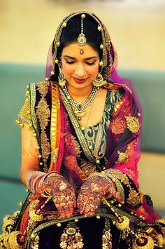 Incredible India - 50 Beautiful and Amazing Photos of India Incredible India is Government of India's international advertising campaign to promote tourism in India. It was started in Incredible India photography captures the most beautiful places, Henna Tattos, Beautiful Bride, Beautiful People, Beautiful Places, Cultures Du Monde, Expo Milano 2015, India Wedding, Wedding Mehndi, Wedding Bride