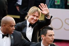 Keith Urban Photos Photos - Mucician Keith Urban attends the 89th Annual Academy Awards at Hollywood & Highland Center on February 26, 2017 in Hollywood, California. - 89th Annual Academy Awards - Fan Arrivals