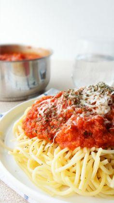 Pasta with Tuna and Tomato Sauce Recipe - How are you today? How about making Pasta with Tuna and Tomato Sauce? Easy Tomato Sauce, Tomato Sauce Recipe, Sauce Recipes, Pasta Recipes, Cooking Recipes, Healthy Recipes, Healthy Foods, Creamy Salmon Pasta