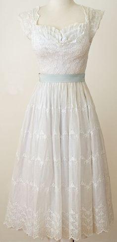 ~Vintage 1950s White Lace Eyelet Dress~