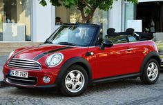 Mini Cooper Accidents, Malfunctions And Other Known Issues – Car Accident Lawyer - Mesothelioma Treatments Mini Cooper Classic, Mini Cooper Rojo, Classic Mini, Classic Cars, Mini Cooper Cabriolet, Mini Cabrio, Bentley Auto, Aston Martin Dbs, My Dream Car