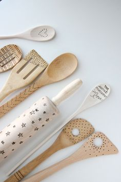 a great gift idea: etching on wooden kitchen utensils.