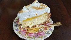 Valerie Slabbert het 'n paar versoeke gekry vir haar Lancewood Cake-off-inskrywing in Afrikaans, so hier is dit nou. Onderaan die resep is die instruksies om dit individueel in kolwyntjiepapiertjies te bak. Lemon Meringue Cheesecake, Meringue Cake, Cheesecake Recipes, Dessert Recipes, Homade Cake Recipe, Raspberry Brownies, Best Pie, Lemon Cookies, English Food