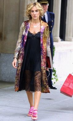 Sarah Jessica Parker (aka Carrie Bradshaw) wears a sheer black lace dress, light-weight floral kimono and pink heels.