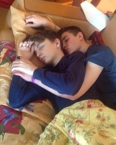 Hot Guys and Cute Gay Couples Lgbt Couples, Cute Gay Couples, Gay Mignon, Gay Cuddles, Gay Romance, Tumblr Gay, Gay Aesthetic, Non Fiction, Cute Relationships