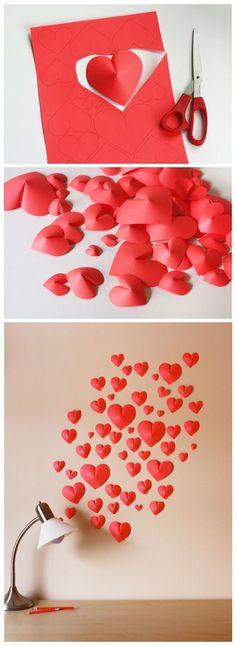 Arma una pared de corazones de papel. Corta los corazones con la parte de arriba mas ancha y frúncelos para darle relieve y efecto 3-D.