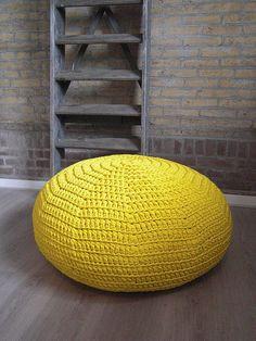 #crochet #xxl #floor #pouf #pufs de #ganchillo #trapillo Poef Wonen & Co by mariamarutska, via Flickr