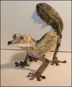Common flat-tail gecko (Uroplatus fimbriatus), native to Madagascar Animals And Pets, Baby Animals, Funny Animals, Cute Animals, Cute Lizard, Cute Gecko, Cute Reptiles, Reptiles And Amphibians, Reptile Room