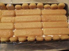 tort-cu-crema-de-iaurt-si-fructe-5 Dessert Bars, Dessert Recipes, Frosting Techniques, Mcdonalds, Hot Dog Buns, Biscuits, Bakery, Deserts, Good Food
