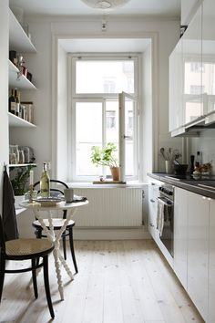 Check Out 31 Stylish Narrow Kitchen Design Ideas For Your Home. Small kitchens can be frustratingly crammed, especially narrow ones, but there are always a few design solutions that could transform small space into a stylish room Galley Kitchen Design, Small Galley Kitchens, Narrow Kitchen, Home Kitchens, Kitchen Designs, Small Kitchen With Table, Compact Kitchen, Kitchen Black, Little Kitchen