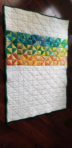 Free Motion Quilting, Hand Quilting, Machine Quilting, Sewing Hacks, Sewing Projects, Straight Line Quilting, Rainbow Quilt, Half Square Triangle Quilts, Pinwheel Quilt