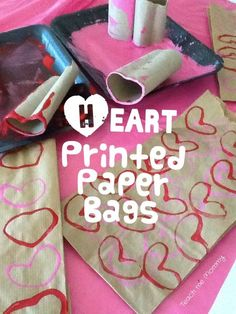 Heart printed paper bags - Teach Me Mommy Easy and pretty way to decorate plain paper bags: heart prints using toilet paper rolls! Valentines Day Bags, Valentine Theme, Be My Valentine, Valentine Nails, Valentine Crafts For Kids, Valentines Day Activities, Valentine Ideas, Homemade Valentines, Print On Paper Bags