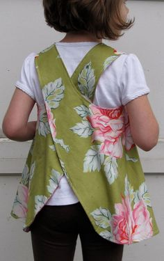 Items similar to ready to ship size - girls dress / top - piper janes reversible pinafore - hello roses on Etsy Sewing Kids Clothes, Sewing For Kids, Baby Sewing, Sewing Hacks, Sewing Tutorials, Sewing Patterns, Childrens Aprons, Linen Apron, Sewing Aprons
