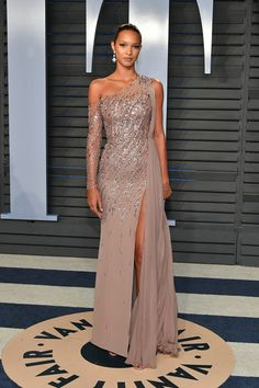 Lais Ribeiro Photos - Lais Ribeiro attends the 2018 Vanity Fair Oscar Party hosted by Radhika Jones at Wallis Annenberg Center for the Performing Arts on March 4, 2018 in Beverly Hills, California. - 2018 Vanity Fair Oscar Party Hosted By Radhika Jones - Arrivals