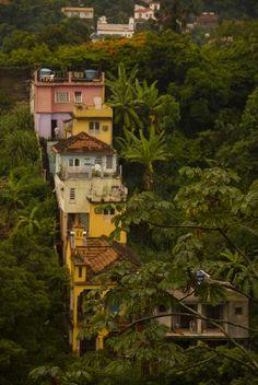 Favellas in Santa Teresa, Rio De Jeneiro - Abandoned adventures Go Brazil, Brazil Travel, Great Places, Places To See, Brazil Culture, Santa Teresa, Living In Brazil, Largest Countries, Beautiful World