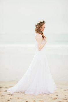beautiful beach wedding dresses / http://www.deerpearlflowers.com/50-swoon-worthy-beach-wedding-dresses-for-2015-wedding/2/