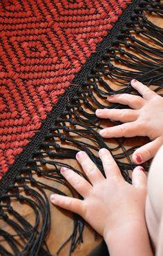 Tablet Weaving, Weaving Art, Tapestry Weaving, Loom Weaving, Hand Weaving, Weaving Process, Weaving Techniques, Basket Weaving Patterns, Hemp Yarn