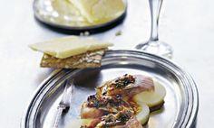 Matjessill hör högtidertill och när den serveras så här med ett sött brynt löksmör blir den riktigt delikat.