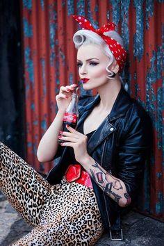 45 trendy vintage photoshoot ideas for girls pin up Rockabilly Baby, Looks Rockabilly, Rockabilly Outfits, Rockabilly Fashion, Retro Fashion, Rockabilly Ideas, Punk Fashion, Lolita Fashion, Fashion Styles