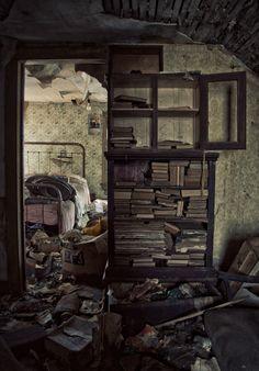 #Abandoned house, Illinois ~ETS #books