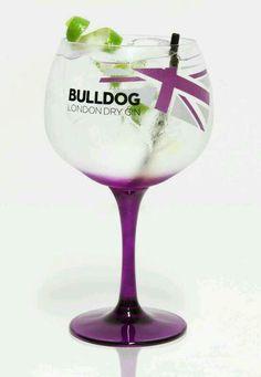 BULLDOG GIN ★ ★ London Dry Gin, Best Ads, Gin And Tonic, Ad Design, Liquor, Wine Glass, Pop Art, Cool Stuff, Bottle