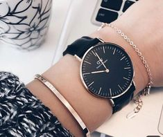 The Daniel Wellington watch with its interchangeable straps speaks for a classic and timeless design suitable for every occasion. Stylish Watches, Luxury Watches, High End Watches, Watches For Men, Daniel Wellington Classic, Daniel Wellington Watch Women, Swiss Army Watches, Beautiful Watches, Sheffield