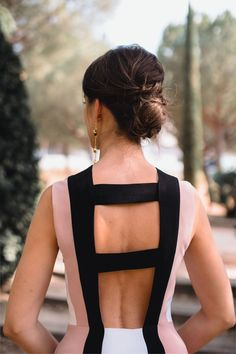 Look invitada de noche: rayas que estilizan | Invitada Perfecta Bridesmaid Dresses, Prom Dresses, Skirt Suit, Party Fashion, Love At First Sight, Cool Outfits, Backless, Fashion Dresses, Daughter