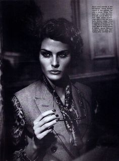VOGUE ITALIA Isabeli fontana in Vogue Suggestions by Vincent Peters. Valentina Serra, September 2011.