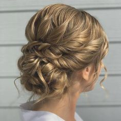 These wedding hairstyles updo look gorgeous. - New Site - These wedding hairstyles updo look gorgeous. – New Site These wedding hairstyles updo look gorgeous. – New Site Elegant Wedding Hair, Braided Hairstyles For Wedding, Wedding Hair And Makeup, Bride Hairstyles, Down Hairstyles, Gorgeous Hairstyles, Hair Wedding, Curly Wedding Updo, Bridal Party Hairstyles