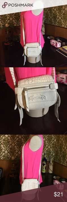 🐊Lacoste Leather Bag🐊 🐊Lacoste Leather Bag🐊 good condition please see the photos! Lacoste Bags