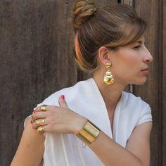 O anel Turn deixa seu look moderno e delicado, além de ser ajustável e banhado a ouro - Tudo de Bemglô <3