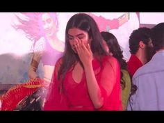 Khushi Kapoor breaks down and hugs sister Janhvi at the trailer launch o...