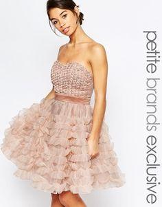 True Decadence Petite - Robe de bal de fin d'année avec superposition moitf bouton de rose au niveau du corsage