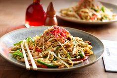 wagamama vegetarian yasai yaki soba recipe - my fave thing to order there Chicken Teriyaki Rezept, Chicken Udon, Teriyaki Steak, Ginger Chicken, Wagamama Recipe, Soba Recipe, Teppanyaki, Yaki Soba, Sushi