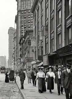 New York circa 1910. Broadway and Hotel Victoria.