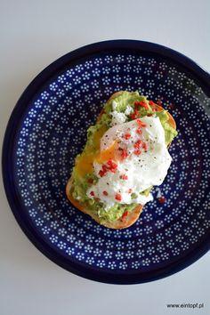 eintopf: grzanka z pastą z awokado i jajkiem w koszulce