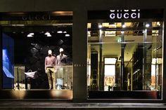 Gucci - Milão - Itália #gucci #milão #milan #itália #italy #vm #visualmerchandising #shopwindow #windowsdisplay #vitrine #varejo #retail #retaildesign #fachada #storefront